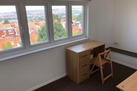 6 bedroom semi-detached house to rent - Hallett BN2