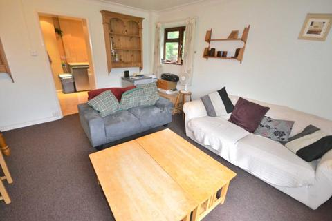 3 bedroom flat to rent - Christchurch Gardens, Reading, Berkshire, RG2 0ER.
