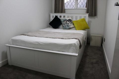 1 bedroom house share to rent - No Agency Fees - Luxury Double Room To Rent - Winchester Road