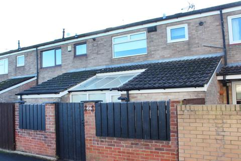 3 bedroom terraced house to rent - Axminster Close, Bransholme, HU7