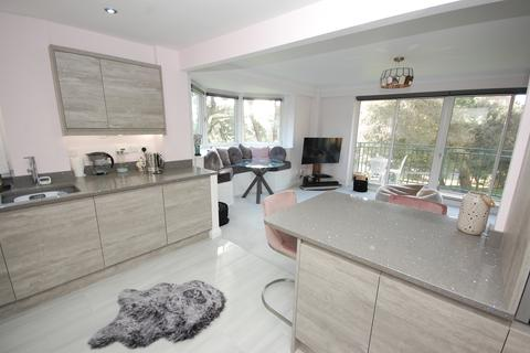 3 bedroom apartment for sale - Keverstone Court, Manor Road, Bournemouth BH1