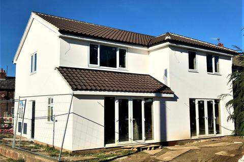 2 bedroom semi-detached house for sale - Heath View, Suffolk, IP16