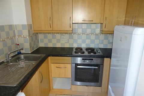 2 bedroom apartment for sale - Hamlyn House, High Street, Feltham, TW13