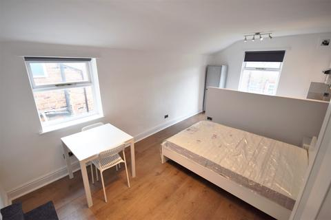 Studio to rent - 3 Brentwood, Salford, Manchester M6 8QU