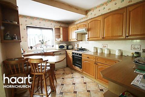 3 bedroom semi-detached house for sale - Hyland Close, Hornchurch