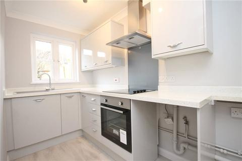 2 bedroom terraced house for sale - Sonning Gardens, Hampton, Middlesex, TW12