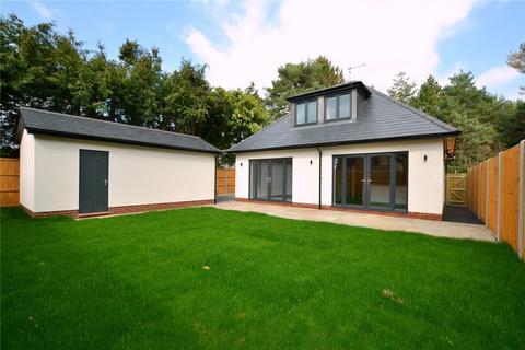 3 bedroom detached house for sale - Oaks Drive, St. Leonards, Ringwood, BH24