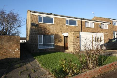 4 bedroom semi-detached house to rent - Grisedale Close, Crawley