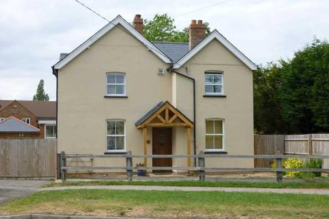 4 bedroom detached house to rent - Weston Turville
