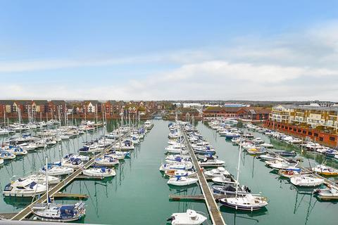 2 bedroom flat for sale - Midway Quay, Eastbourne