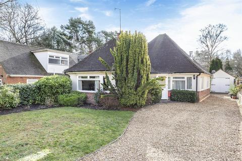 3 bedroom chalet for sale - Pinehill Road, Crowthorne, Berkshire RG45 7JR