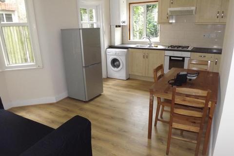 2 bedroom flat to rent - Arodene Road, London
