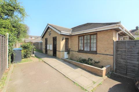 2 bedroom bungalow for sale - Rose Mews, Edmonton, London, N18