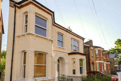 Studio to rent - Ravensbourne Road, Bromley BR1