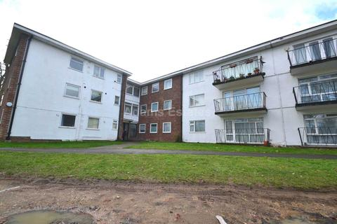 2 bedroom flat for sale - Copperdale Close, Earley