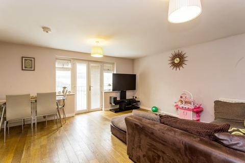 2 bedroom flat to rent - Stoneleigh Road, Ilford, IG5