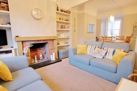 3 bedroom terraced house for sale - BEAUTIFULLY PRESENTED! HIGH CEILINGS! MODERN KITCHEN!
