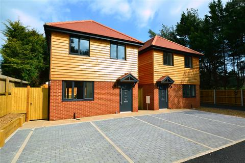 3 bedroom detached house for sale - The Pines, St. Leonards, Ringwood, BH24