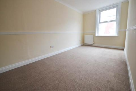 2 bedroom flat to rent - Commercial Road, ,
