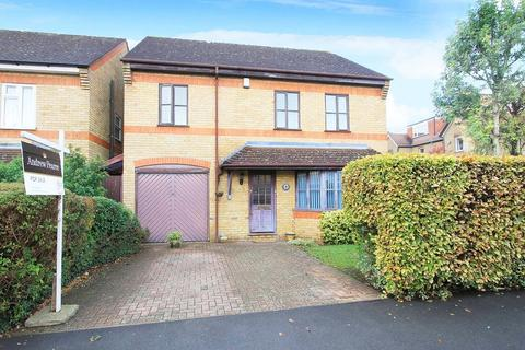 4 bedroom detached house for sale - Melrose Road , Pinner