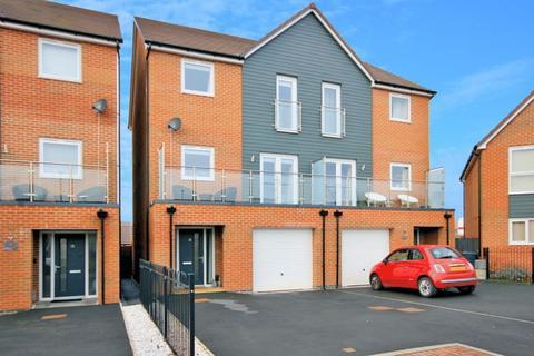 4 bedroom semi-detached house for sale - James Grundy Avenue, Stoke-On-Trent
