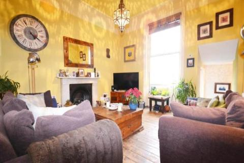2 bedroom flat to rent - Albert Road , Brighton ,