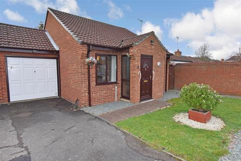 2 bedroom bungalow for sale - Bradegate Drive, Peterborough