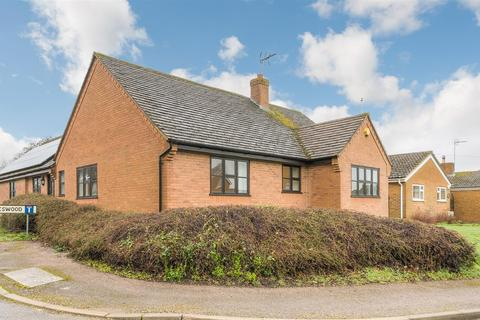 3 bedroom detached bungalow for sale - Monkswood, Silverstone, Towcester