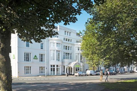 2 bedroom flat to rent - Old Steine, Brighton, BN1 1NH