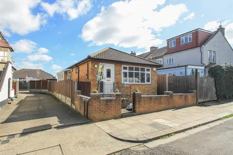 2 bedroom detached bungalow for sale - Kingsway Mews, Kingsway, Westcliff-on-Sea