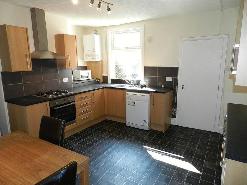 4 Bedrooms Terraced House for rent in Mayville Road, Hyde Park, Leeds