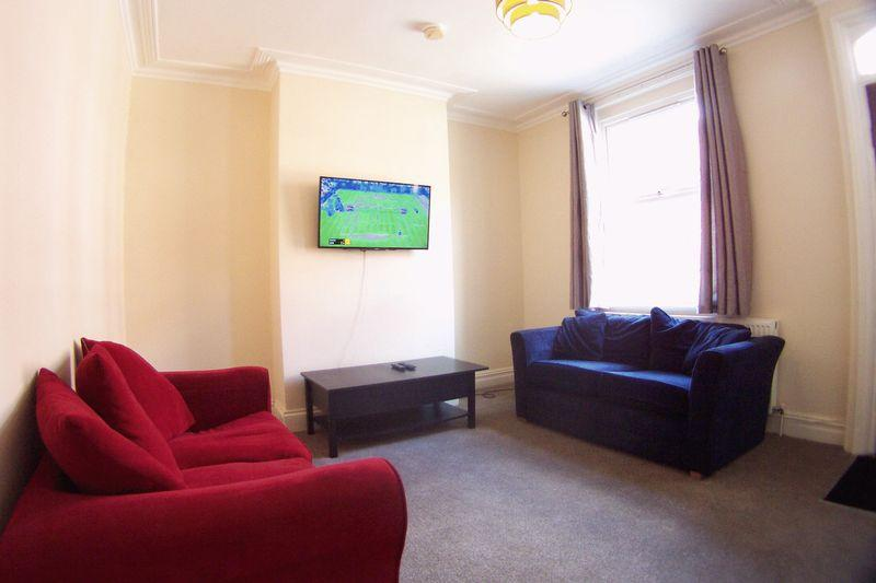 4 Bedrooms Terraced House for rent in Four bed house, Granby Grove, Headingley, Leeds