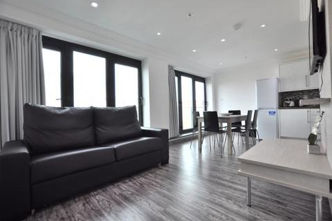 3 bedroom penthouse to rent - Commercial Rd, London E1