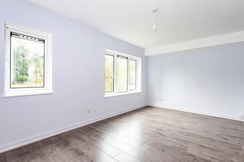 Studio for sale - Close by to Holmwood train station