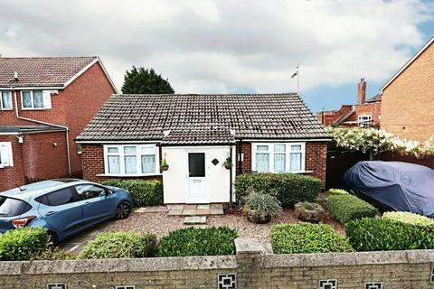 3 bedroom bungalow for sale - Preston Road, Hull, East Riding of Yorkshire, HU9