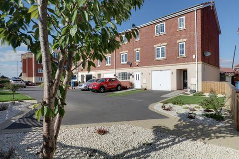 4 bedroom end of terrace house for sale - Dovestone Way, Kingswood, Hull, East Riding of Yorkshire, HU7