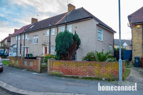 3 bedroom end of terrace house to rent - Farmway, Dagenham, RM8