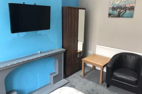 10 bedroom terraced house to rent - GRANTHAM ROAD - ROOMS TO RENT - FREE WIFI AND BEDDING PACKS FOR ALL TENANTS - BRAND NEW HOUSE - CALL NOW