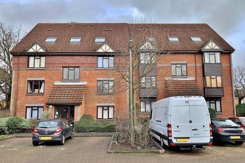 Studio to rent - Templecombe Mews, Woking