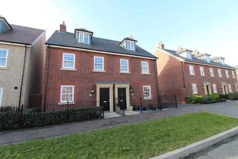 3 bedroom townhouse to rent - Wilkinson Road, Kempston, MK42