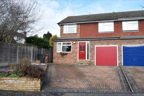 3 bedroom semi-detached house for sale - Cliveden Close, Chelmsford