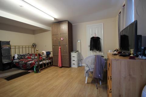 Studio to rent - Daws Lea, High Wycombe HP11