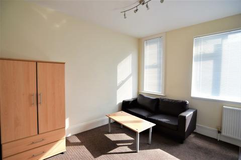 2 bedroom flat to rent - Stanley Road, Brighton