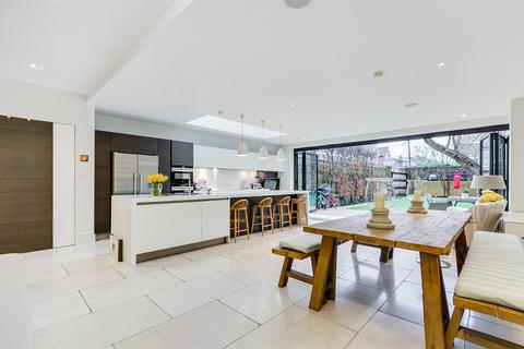 5 bedroom end of terrace house for sale - Henderson Road, London SW18