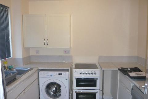 2 bedroom flat - Redford Close, Feltham