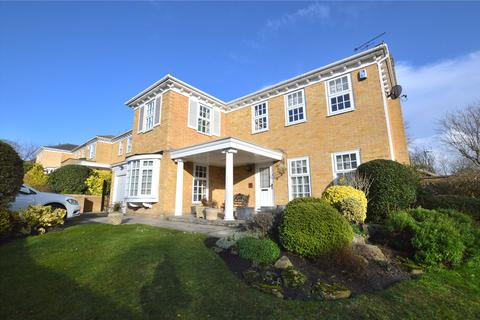 4 bedroom detached house for sale - Shadwell Park Court, Leeds