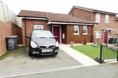 2 bedroom bungalow for sale - Fairfield Grove, Bramley, Leeds LS13