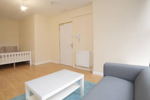 1 bedroom in a house share to rent - Cannon St Road, Shadwell, London E1