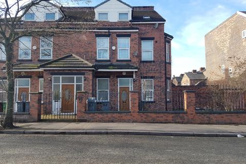 1 bedroom flat to rent -  Slade Lane,  Manchester, M13