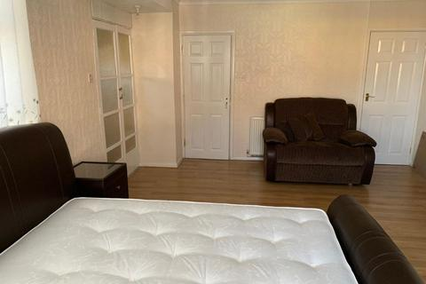 1 bedroom flat to rent - Well presented 1 bedroom flat with all bills included.